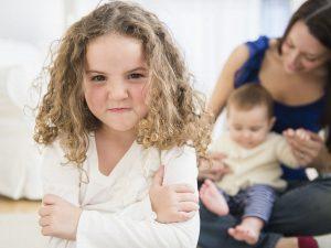 رفتار با کودک حسود
