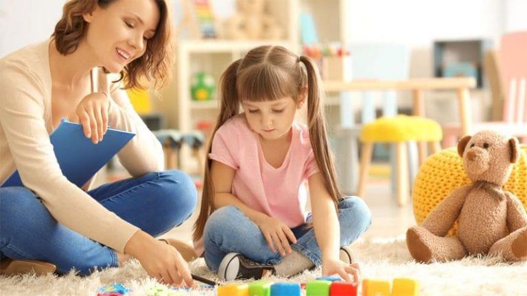 بازی درمانی کودک در منزل